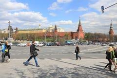 莫斯科,俄罗斯-, 13 2017年:在克里姆林宫的走的街道在Mosc 免版税库存图片