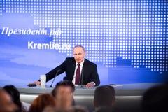 莫斯科,俄罗斯- DEC 23 :俄罗斯联邦弗拉基米尔弗拉基米洛维奇普京的总统一次每年新闻招待会在中心 图库摄影