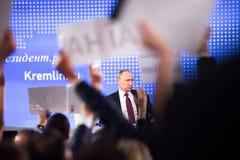 莫斯科,俄罗斯- DEC 23 :俄罗斯联邦弗拉基米尔弗拉基米洛维奇普京的总统一次每年新闻招待会在中心 库存图片