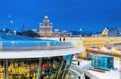 莫斯科,俄罗斯- Yanuary 14日2019年:莫斯科在晚上 莫斯科河,Zaryadye公园 库存照片