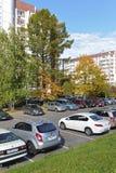 莫斯科,俄罗斯- 19 09 2015年 Zelenograd的公开的停车场在秋天 库存照片