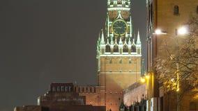莫斯科,克里姆林宫Spasskaya塔在冬天晚上 股票视频