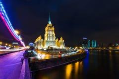 莫斯科,旅馆乌克兰夜视图  免版税库存照片