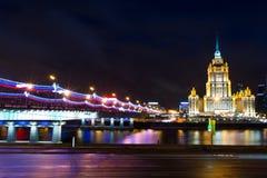 莫斯科,旅馆乌克兰夜视图  库存图片