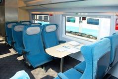 莫斯科, 2011年9月, 18日,陈列EXPO1520 :现代新一代高速旅客列车交谊厅内部椅子供以座位桌 免版税库存图片