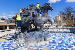 莫斯科, RUSSIA-12 4月:工作者summe的品行准备 库存照片