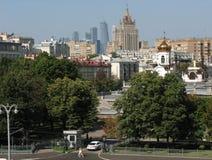 莫斯科:世纪和样式,城市视图的混合 免版税库存照片