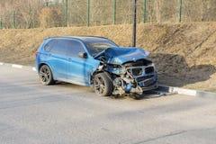 莫斯科 俄国 2019年3月28日 在事故的残破的汽车 免版税库存照片