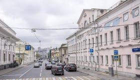 莫斯科;俄罗斯沿移动步行者的街道的10月07日- 库存图片