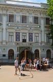 莫斯科 俄罗斯- 6月02 2016年 在建筑学学院的前面学生 免版税库存图片