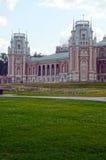 莫斯科 公园Tsaritsyno 全部宫殿 建筑师卡扎科夫 八个有角塔 冒充的Gothik夏天 库存图片