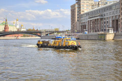 莫斯科 在河的猛拉 免版税库存图片