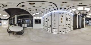 莫斯科- 2018年:家具现代购物中心的设计商店美好的时兴的内部与顶楼内部 与dar的水泥地板 库存图片