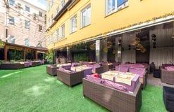 莫斯科- 2014年8月:内部是豪华和美好的用餐的餐馆 免版税库存图片