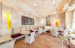 莫斯科- 2014年8月:家庭咖啡馆的内部 免版税库存照片