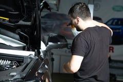 莫斯科 2018年10月  德国SUV汽车拉扯装甲的影片  图库摄影