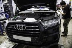 莫斯科 2018年10月  德国SUV汽车拉扯装甲的影片  库存图片