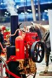 莫斯科- 2018年3月09日:在陈列的英国老蒸汽消防泵 免版税库存图片