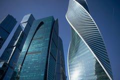 莫斯科- 2017年8月10日:莫斯科城市摩天大楼低角度视图  莫斯科国际商业中心是现代的 库存图片