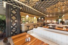 莫斯科- 2014年8月:土耳其链餐馆的内部 免版税库存照片
