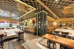 莫斯科- 2014年8月:土耳其链餐馆的内部 图库摄影