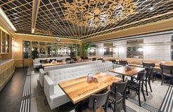 莫斯科- 2014年8月:土耳其链餐馆的内部 库存照片