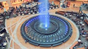 莫斯科- 2015年12月21日:在都市的喷泉 股票视频