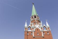 莫斯科- 2016年6月04日:Spasskaya的克里姆林宫鸣响的时钟 免版税库存照片
