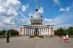 莫斯科-2016年7月02日:VDNH公园建筑学在莫斯科 免版税库存照片
