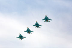 莫斯科- 5月7 :喷气式歼击机参与在游行的前排练 免版税库存照片