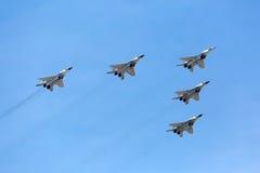 莫斯科- 5月9 :喷气式歼击机参与游行致力第70周年 免版税库存图片