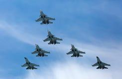 莫斯科- 5月9 :喷气式歼击机参与游行 免版税图库摄影