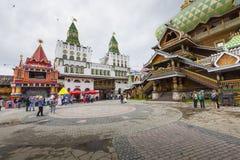 莫斯科- 6月04 :文化娱乐复杂克里姆林宫在Izma 图库摄影