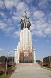 莫斯科- 8月12 :著名苏联纪念碑工作者和苏联的集体农庄的Wo 免版税库存照片