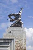 莫斯科- 8月12 :著名苏联纪念碑工作者和苏联的集体农庄的Wo 免版税图库摄影