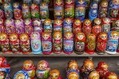 莫斯科- 6月04 :非常如此matryoshkas俄语的大选择 免版税库存照片