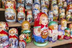莫斯科- 6月04 :非常如此matryoshkas俄语的大选择 免版税图库摄影