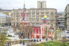 莫斯科 Zaryadye 1360年教会设立了乔治的st是年的修道院vladychny serpukhov 图库摄影