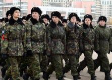 莫斯科Petrovsky军校学生军团的军校学生为11月7日的游行做准备在红场 免版税库存照片