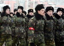 莫斯科Petrovsky军校学生军团的军校学生为11月7日的游行做准备在红场 库存照片