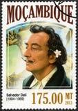 莫桑比克- 2013年:展示萨尔瓦多・达利1904-1989,画家 库存图片