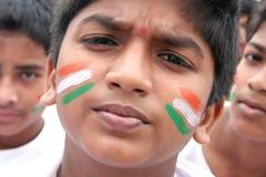 莫汗, 10,有面孔的Domalguda印地安男孩绘与国旗颜色 免版税库存图片