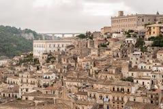 莫迪卡,小镇看法在西西里岛 图库摄影