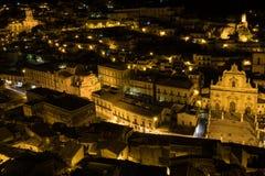 莫迪卡,西西里岛夜全景  免版税图库摄影