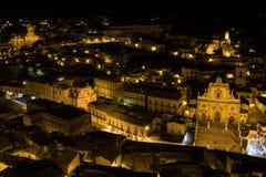 莫迪卡,西西里岛夜全景  免版税库存图片