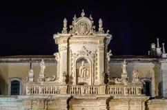 莱切大教堂门面,偶象地标细节在Salento,它 免版税库存图片