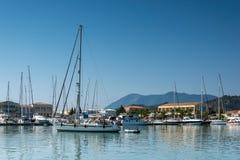 莱夫卡斯州镇,希腊2014年7月17日:莱夫卡斯州镇的,希腊游艇港口 免版税图库摄影