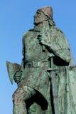 莱夫埃里克森雕象在雷克雅未克,冰岛 免版税图库摄影