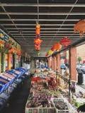 莱斯特,莱斯特郡,英国 2019年3月25日 - 印度超级市场的走道和外部的看法在莱斯特 免版税图库摄影