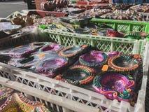 莱斯特,莱斯特郡,英国 2019年3月25日 - 印度超级市场的走道和外部的看法在莱斯特 免版税库存图片